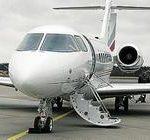 Украинские бизнесмены пересаживаются в дорогие самолеты и вертолеты.